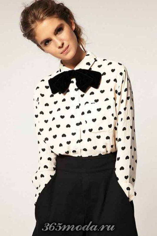 блузка с рисунком и бантом