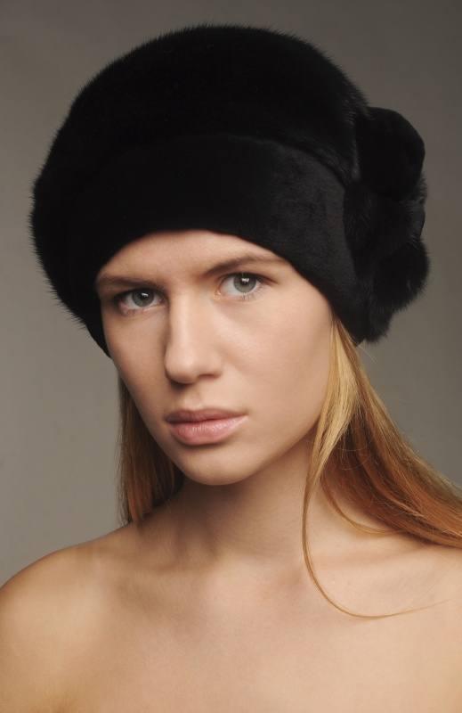 модные головные уборы осень-зима: меховые шапки