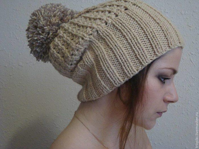модные головные уборы осень-зима: шапки с помпоном
