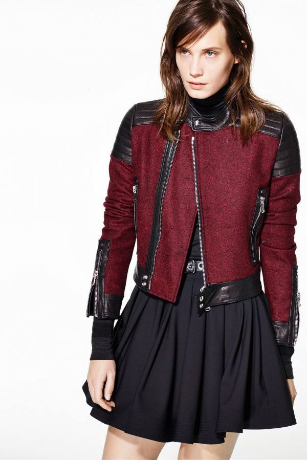 черная короткая куртка из комбинированных материалов