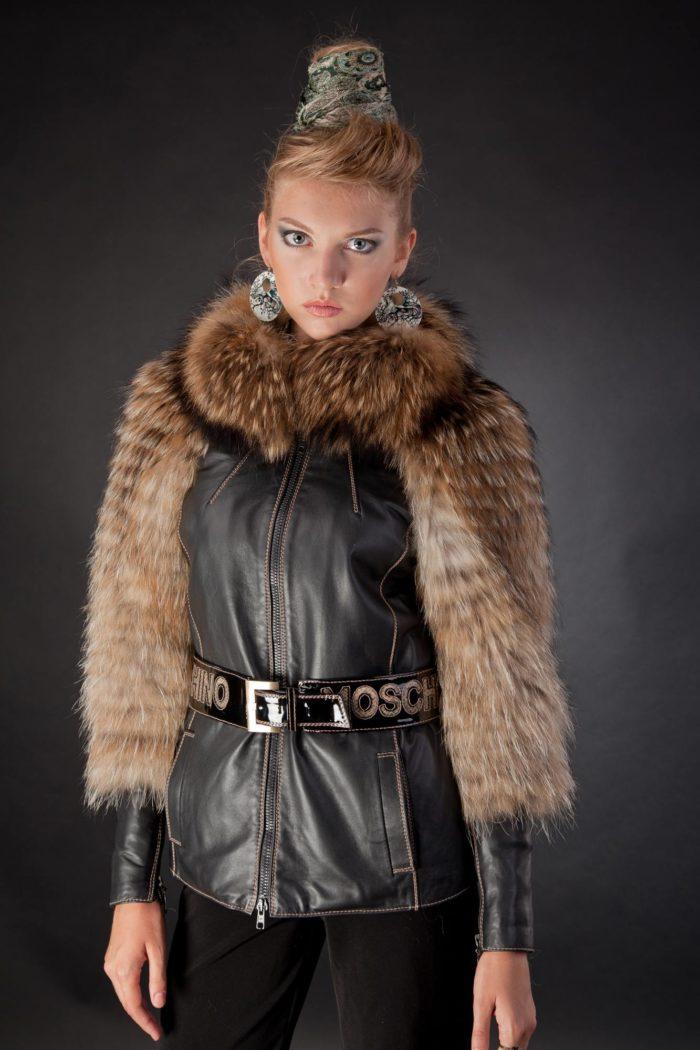 стильная куртка с мехом