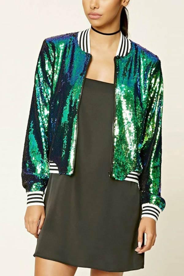 стильная блестящая куртка