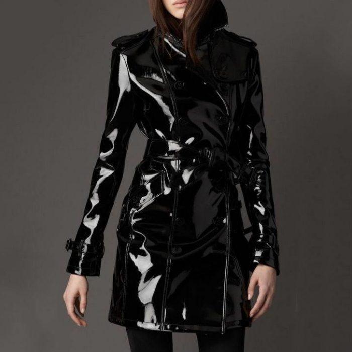 пальто из кожи в моде
