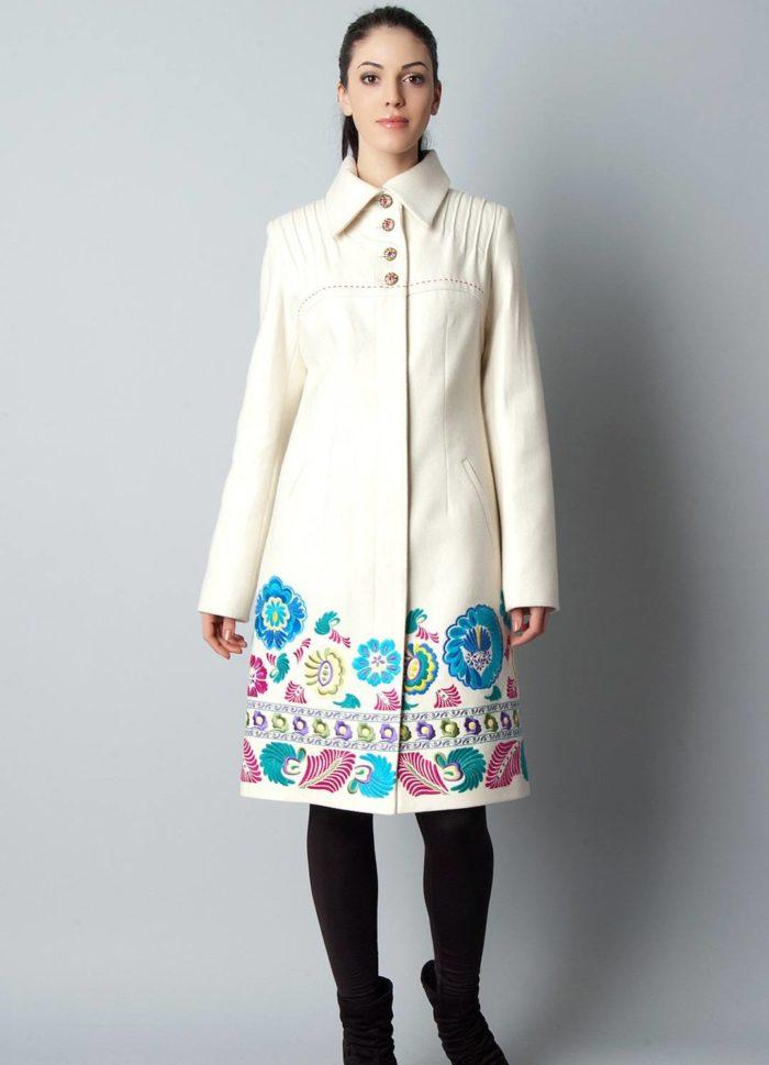 пальто весна 2019: с цветочным принтом