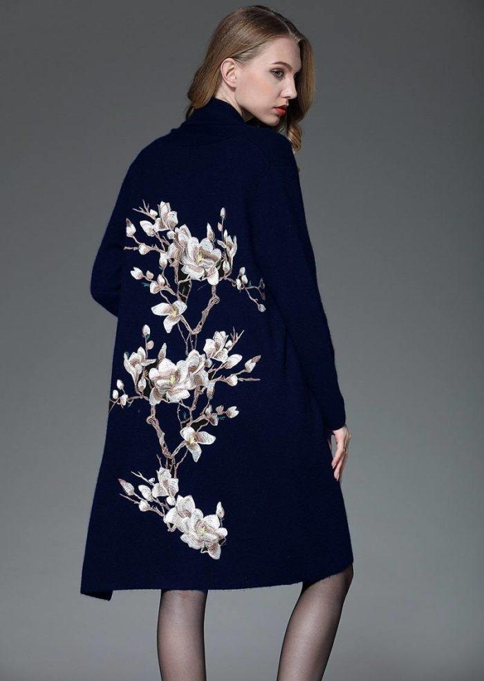 пальто весна 2019: модное декорированное