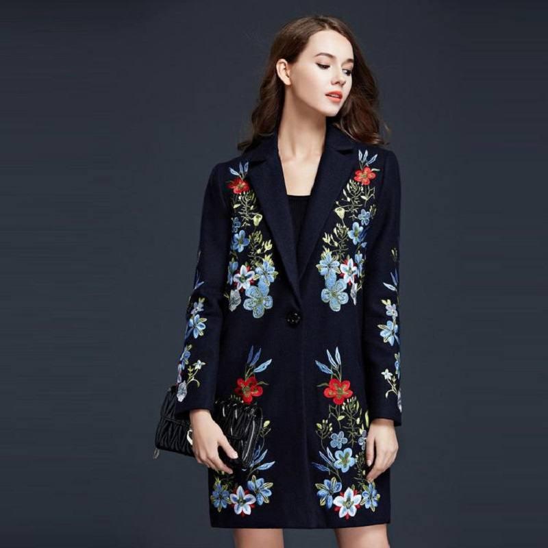 стильное пальто с вышивкой