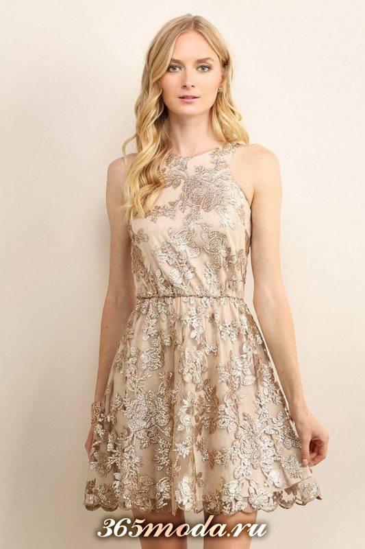 яркое платье на Новый год