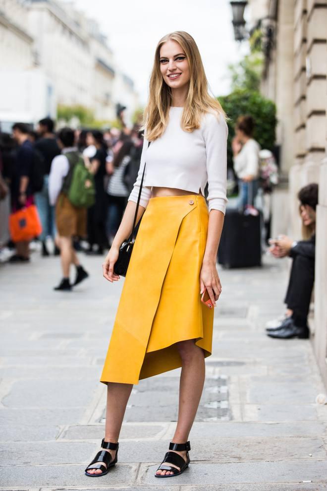 модный лук с юбкой в уличном стиле