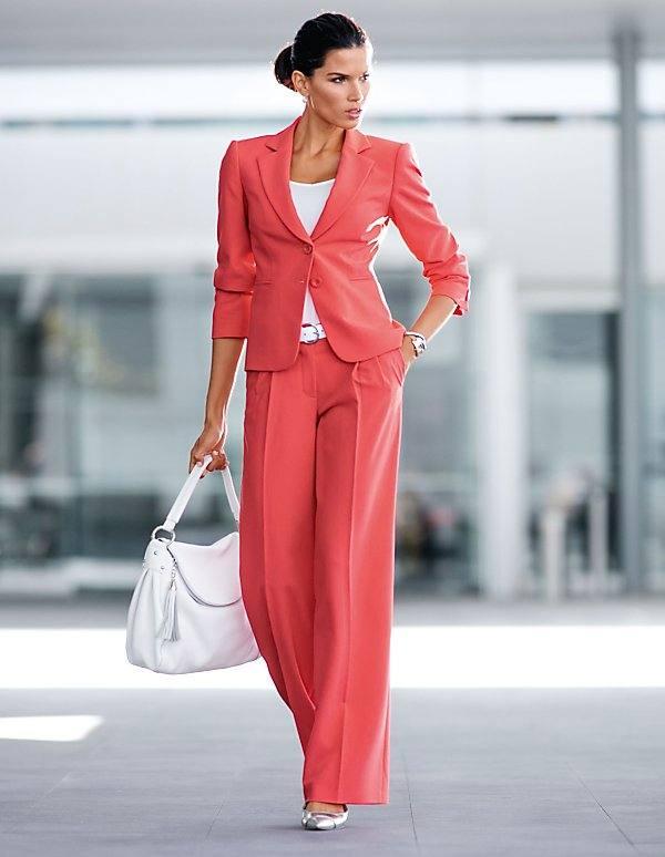 модный костюм с брюками