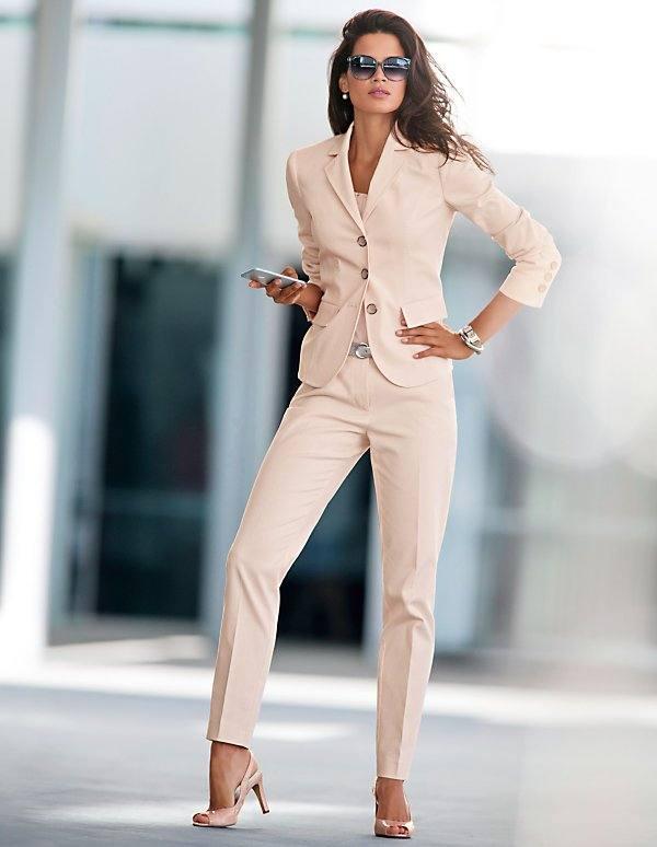 деловой костюм с брюками