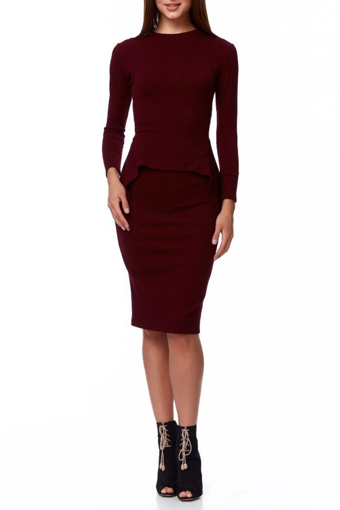 деловой костюм бордового цвета