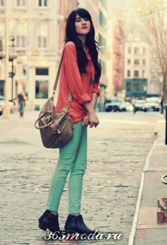 модные зеленые джинсы