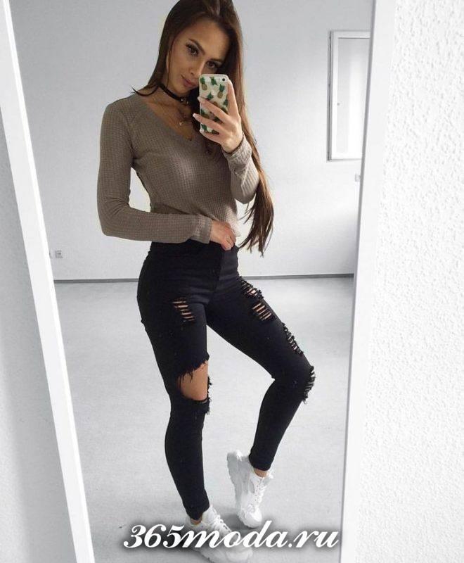 джинсы в обтяжку с прорезями