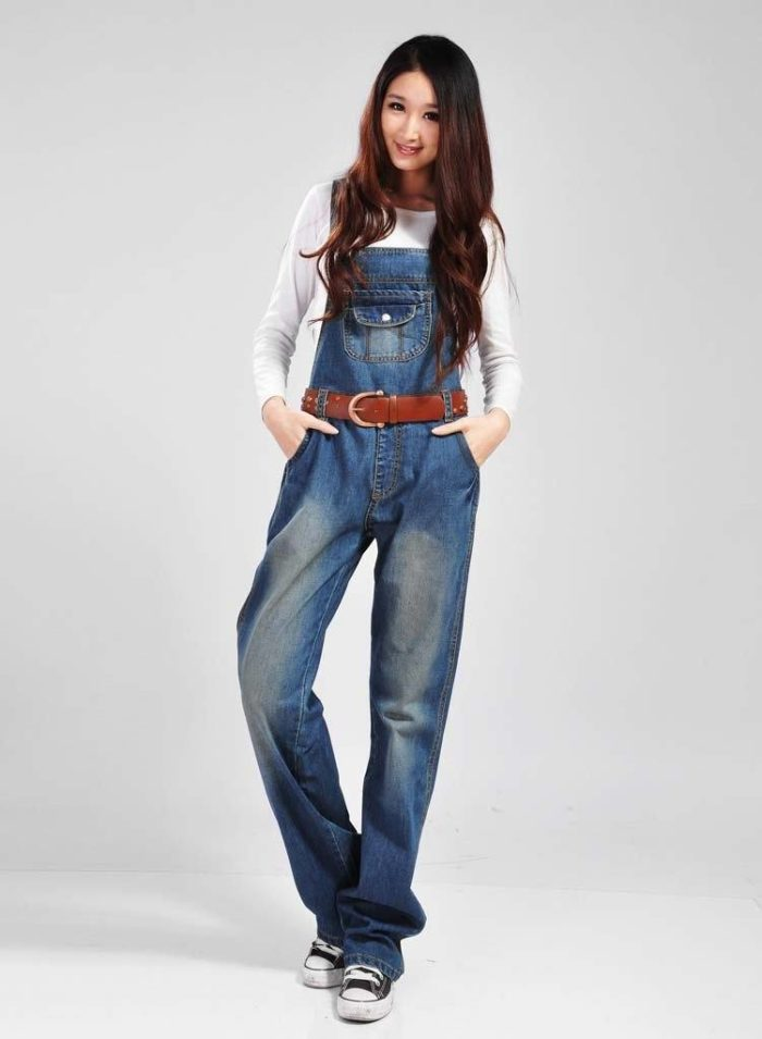 модные джинсовые комбинезоны