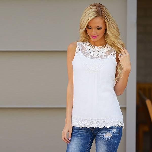 белая майка в моде
