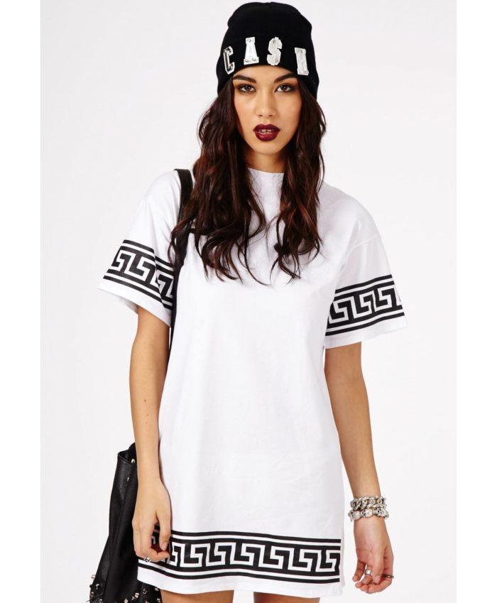 модная удлиненная футболка