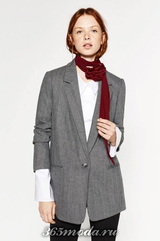 серый пиджак в моде
