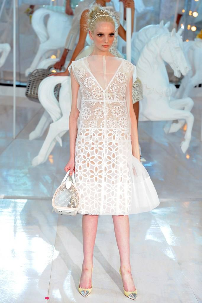 платья весна 2021 из кружева