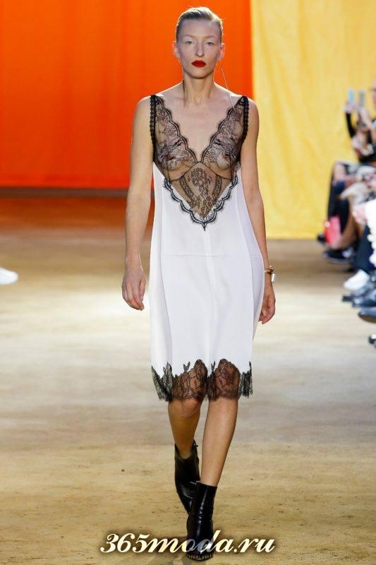 платье в пижамном стиле