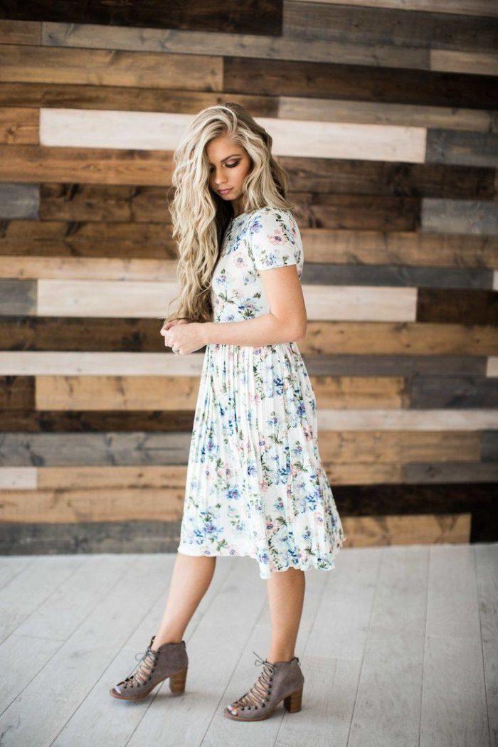 модные повседневные платья весна-лето 2019: светлое принт
