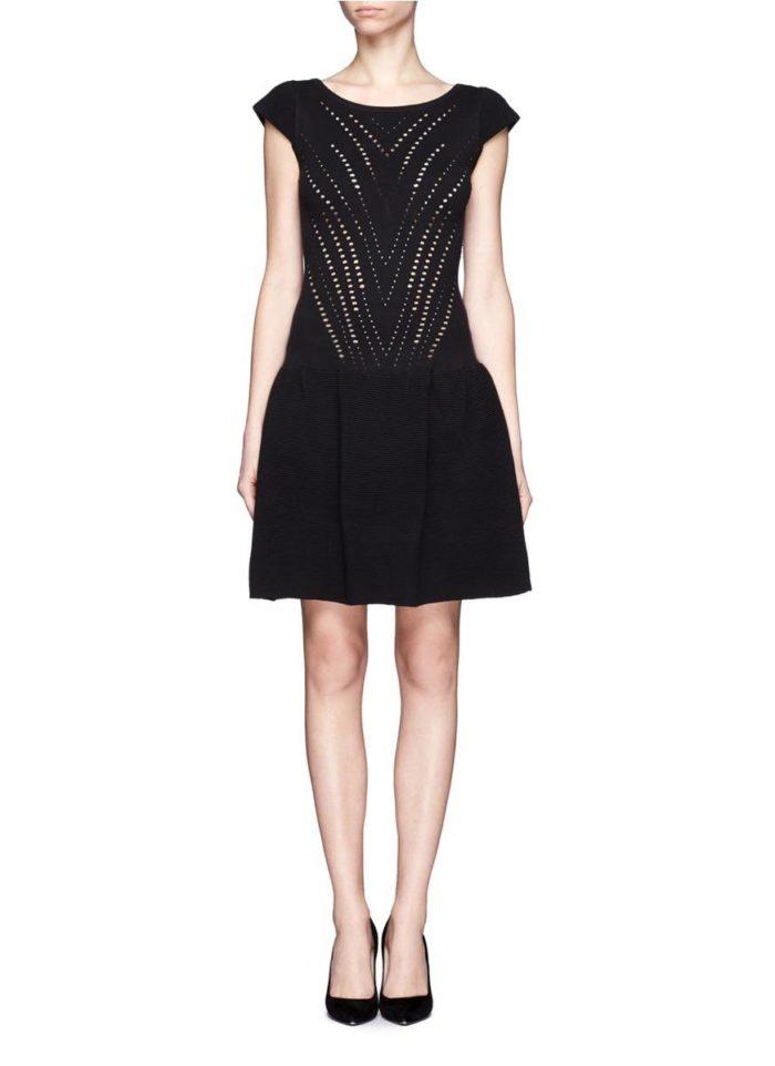 черное платье с перфорацией
