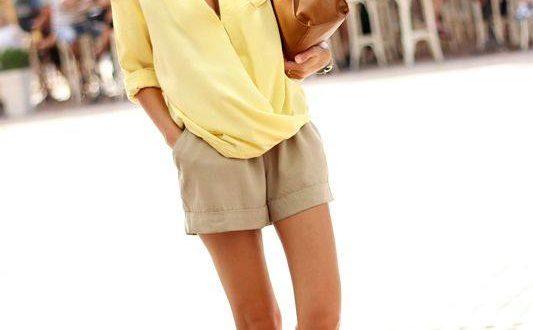светлые классические шорты