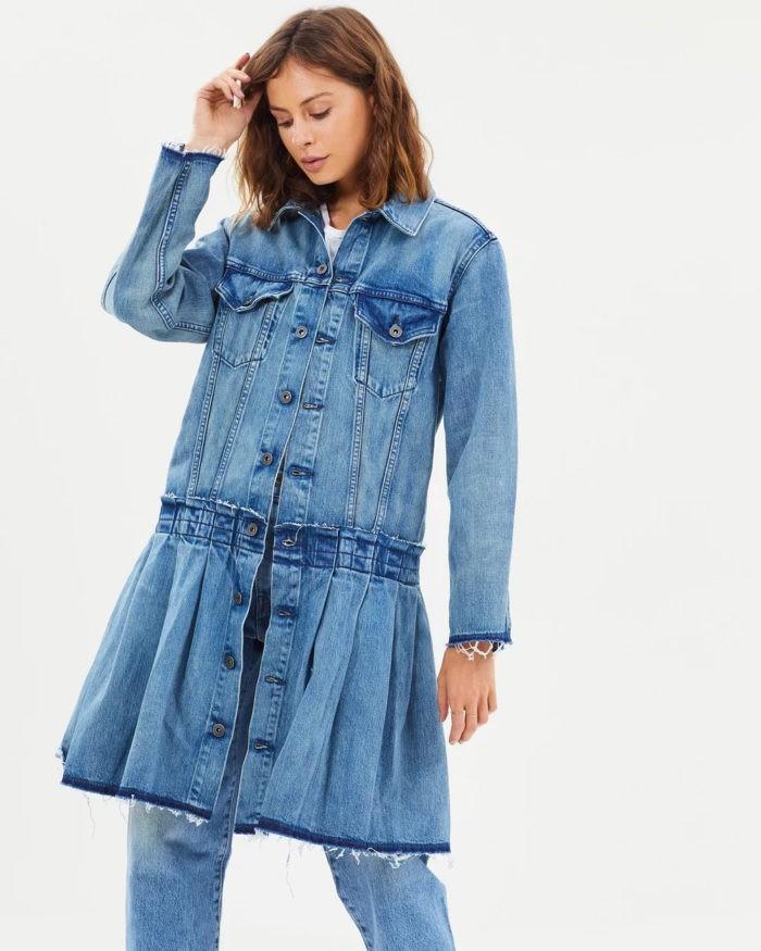 деним в виде синего платья