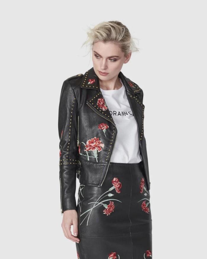 черная косуха с принтом розы