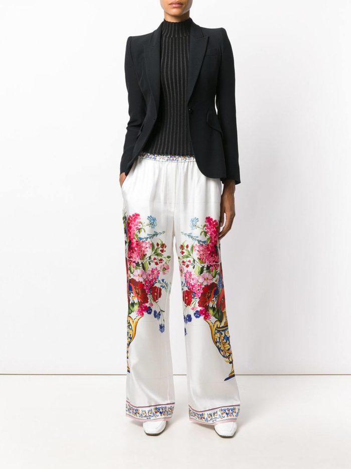 белые широкие брюки с пиджаком