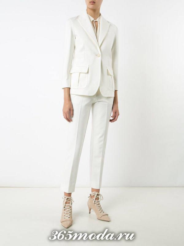 белые узкие брюки с пиджаком