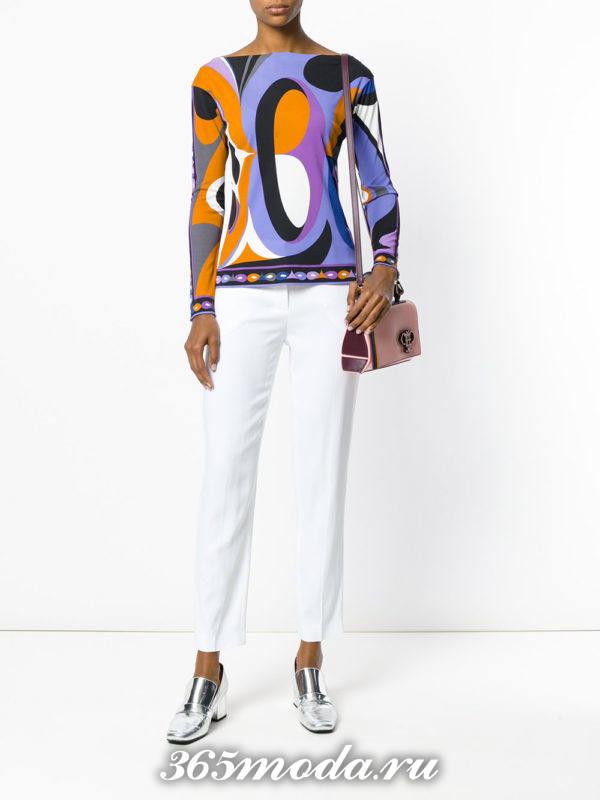 белые узкие брюки с кофтой