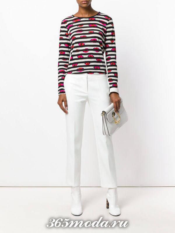 белые укороченные модные брюки