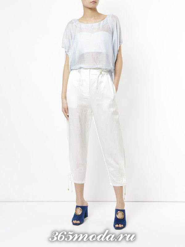 белые укороченные брюки с топом