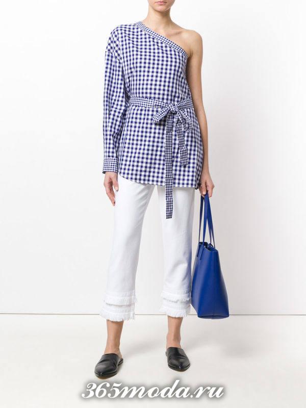 белые укороченные брюки с блузкой