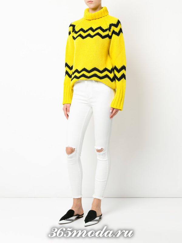 белые джинсы со свитером