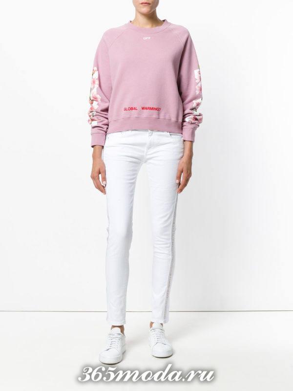 белые джинсы со свитшотом