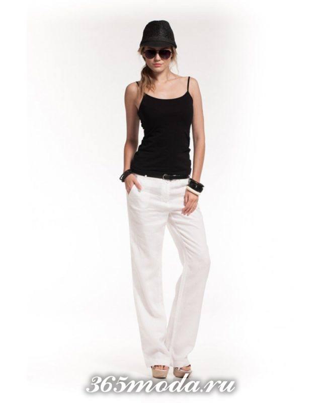 белые льняные брюки с майкой