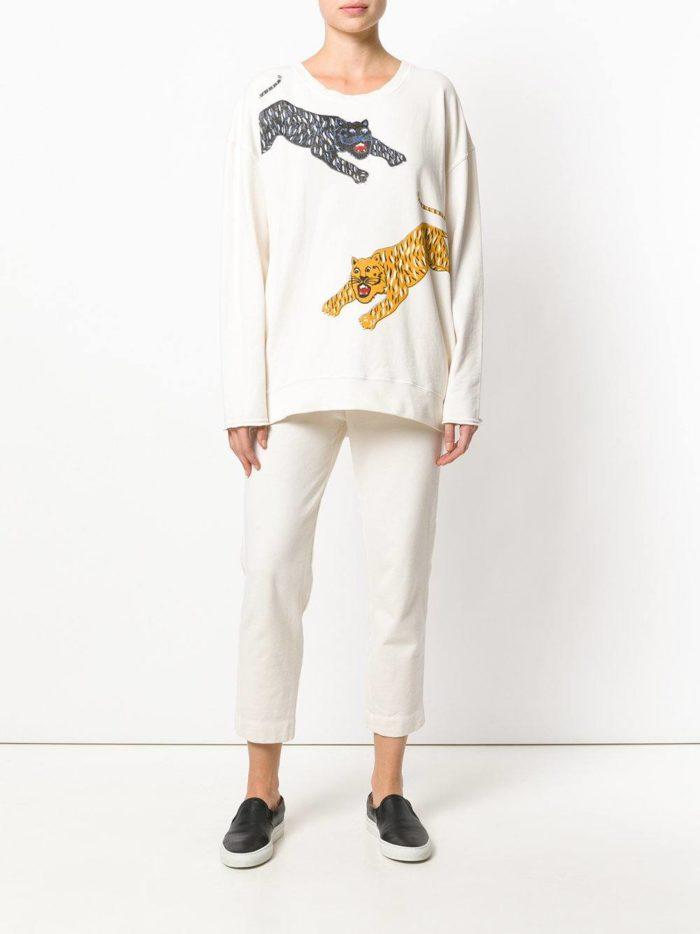 женские белые брюки со свитером