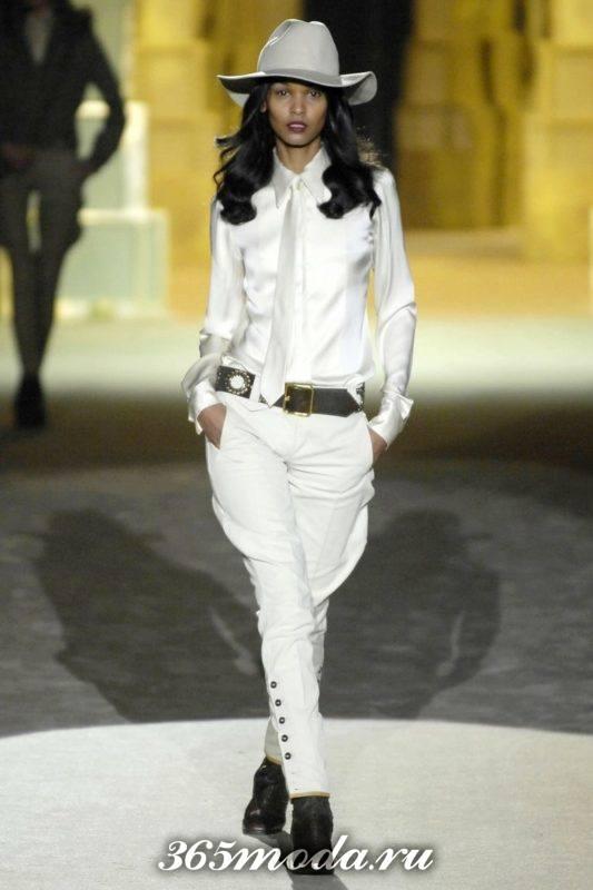 белые брюки галифе с поясом