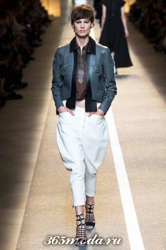белые брюки галифе с курткой
