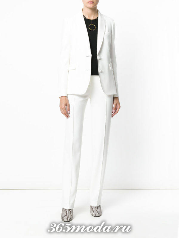 белые классические брюки с пиджаком