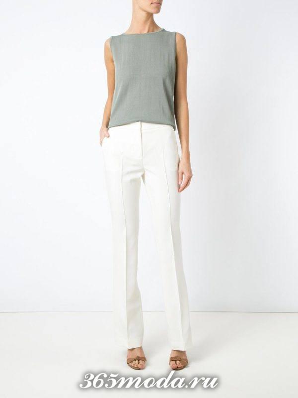 женские белые брюки с босоножками