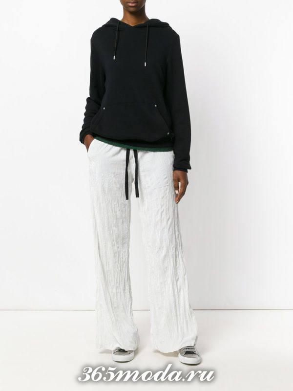 белые льняные брюки с толстовкой