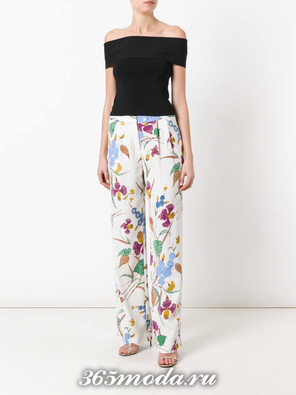 белые широкие брюки с принтом