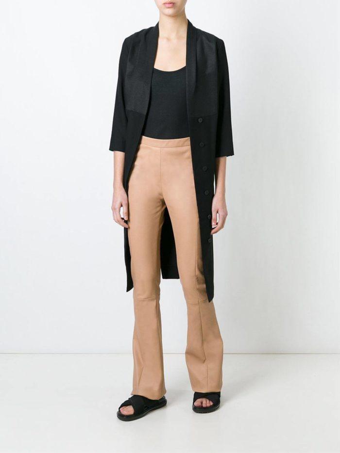 кожаные брюки бежевые