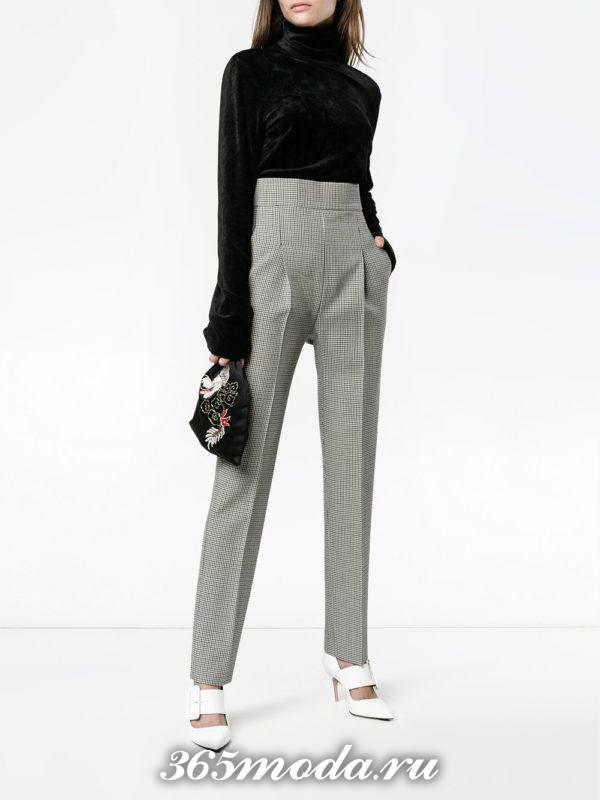 серые брюки с завышенной талией