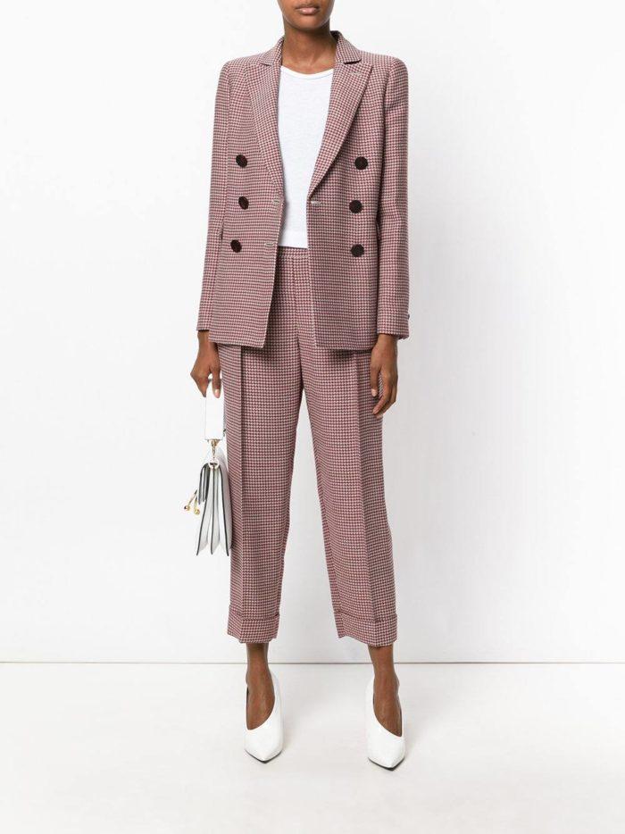 модные женские костюмы 2019-2020 года: с короткими брюками цветной