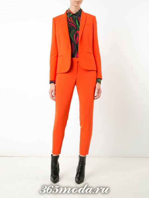 костюм с короткими брюками оранжевый
