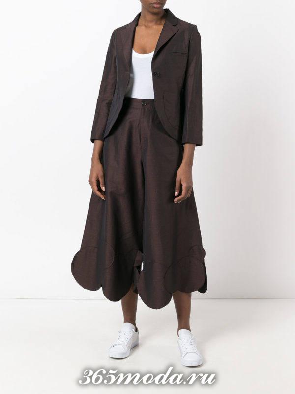 костюм с короткими брюками модный