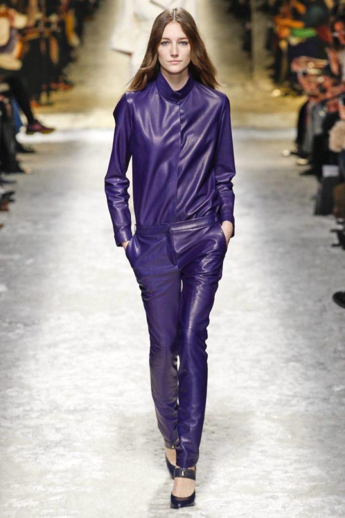 кожаный костюм фиолетовый